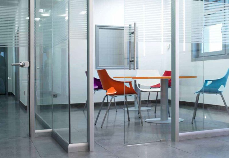 Manerba è una family company 100% italiana di office design che produce arredi, pareti divisorie e sistemi per gli ambienti di lavoro e di. Mobili Per Ufficio Mantova Arredamento Ufficio Mantova Arredo Uffici
