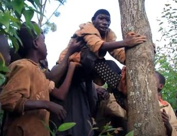 Kisah Nyata 'Mowgli' Hidup di Hutan Afrika Karena Sering Di-Bully