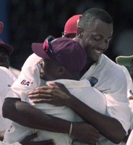 Brian Lara (in cap) and Courtney Walsh.
