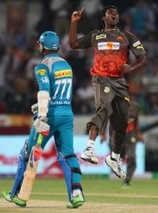 Thisara Perera (right) celebrates the wicket of Marlon Samuels.