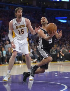 Tony Parker (r) sizzled last night as he helped Spurs to sweep the injury-plagued Lakers.