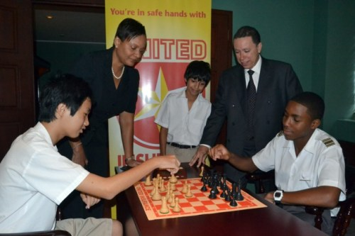 Yu Tien Poon (left) and Allon Richards play a challenge match in 2013.