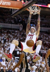 Heat's Chris Andersen dunks during the first quarter last night.