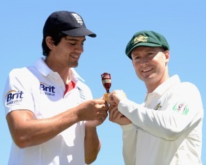 Alastair Cook (left) and Michael Clarke with the famous urn.