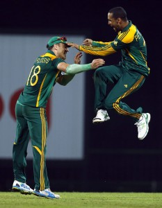 Robin Peterson (left) celebrates the wicket of Mahela Jayawardene. Petersen was later mauled by Thisara Perera.