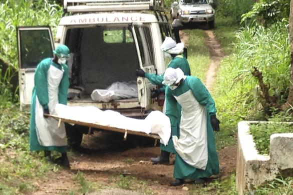 Health workers carry the body of an Ebola virus victim in Kenema.