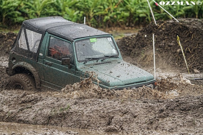 Here Adrian Sinkler powers through the mud on his way to winning the small tyre class.  (Picture by Ozzy Osborne.)
