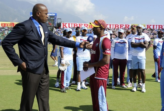 Dwayne Bravo chatting with Ian Bishop prior to today's match with the other members of his team in the background.