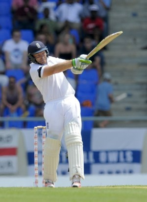 Ian Bell pulls to the boundary during his century.