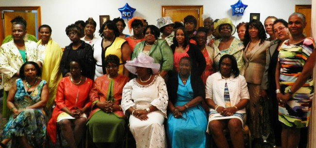 The alumnae group –– all smiles!