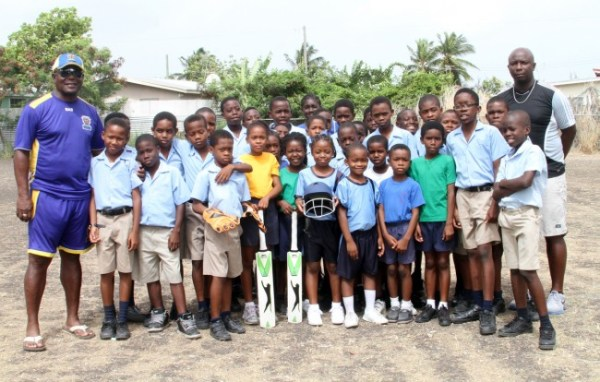 Desmond Haynes (left) with Deacons Primary pupils. At right is former Barbados batsman Shirley Clarke.