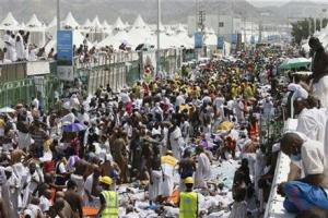 Muslim pilgrims and rescuers gathering around people who were crushed by overcrowding in Mina, Saudi Arabia during the annual hajj pilgrimage today.