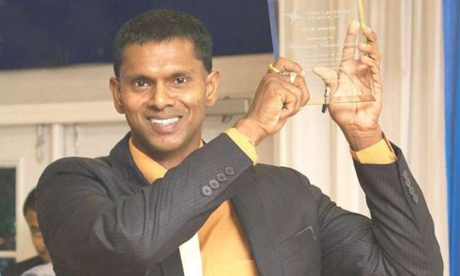 Shivnarine Chanderpaul shows off his award.