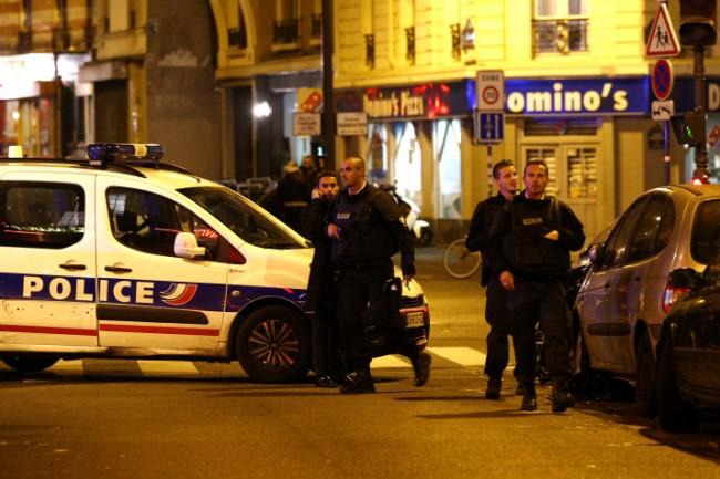 epa05023768 Police officers arrive at the scene of a shooting in Paris, France, 13 November 2015. A shooting occurred in a restaurant late 13 November in Paris, with newspaper Liberation reporting several dead. Explosions have also been reported near the Stade de France.  EPA/YOAN VALAT