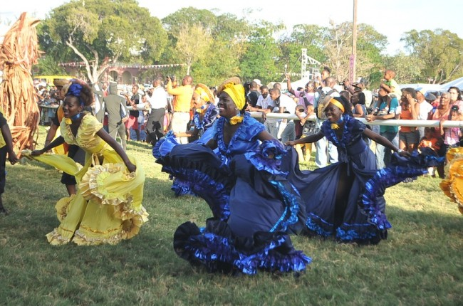 These dancers charmed the spectators with their well coordinated moves.