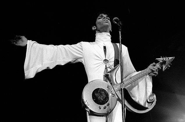 prince-performing-1995-billbaord-650
