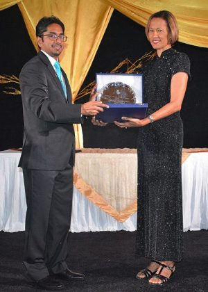 Professor Dr Anne St John receiving her 2016 BAMP Honouree Award from Dr Vikash Chatrani.