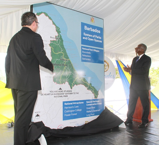 This morning, the Prime Minister joined with the Managing Director of BL&P Roger Blackman in unveiling two of the gateway signs.