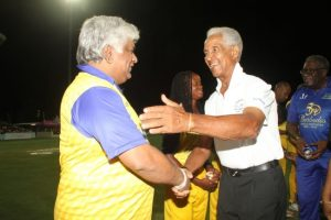 Sir Garry played a pivotal role in developing Sri Lankan cricket and here he greets former captain Arjuna Ranatunga (l).