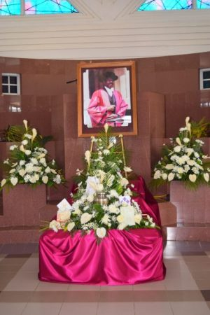 In this non-traditional funeral service the body of Professor George Nicholson was not laid out in the chapel at Coral Ridge Memorial Gardens, but the urn which contained his ashes.