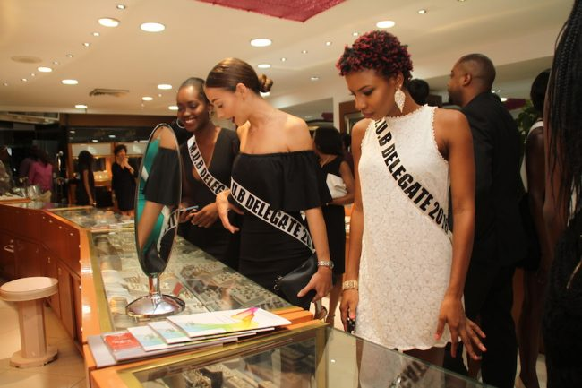 Some of the contestants admiring the jewelry in the Royal Shop.
