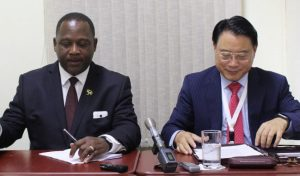 Minister of Industry, International Business, Commerce & Small Business Development Donville Inniss with UNIDO's Director General Li Young.