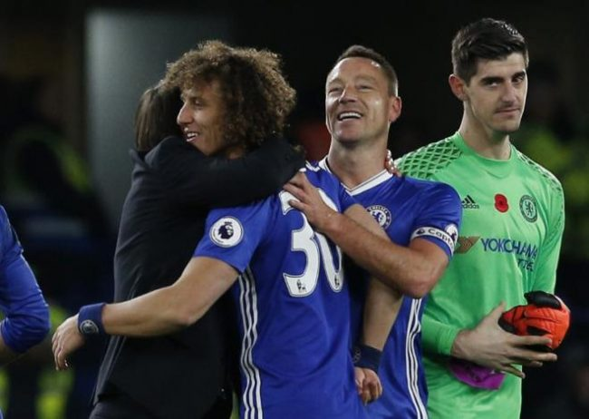 Britain Football Soccer - Chelsea v Everton - Premier League - Stamford Bridge - 5/11/16 Chelsea manager Antonio Conte with Chelsea's John Terry and David Luiz after the match Action Images via Reuters / Andrew Couldridge