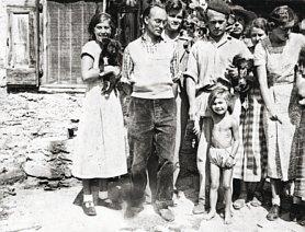 Als Landeroberer in den Pyrenäen Yvès und Pitt Krüger mit Tochter Janine Krüger und Werner Thalheim 1936