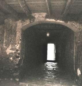 """Die letzte Tür vor der """"neuen Welt"""" - Abtransport der Sklaven"""