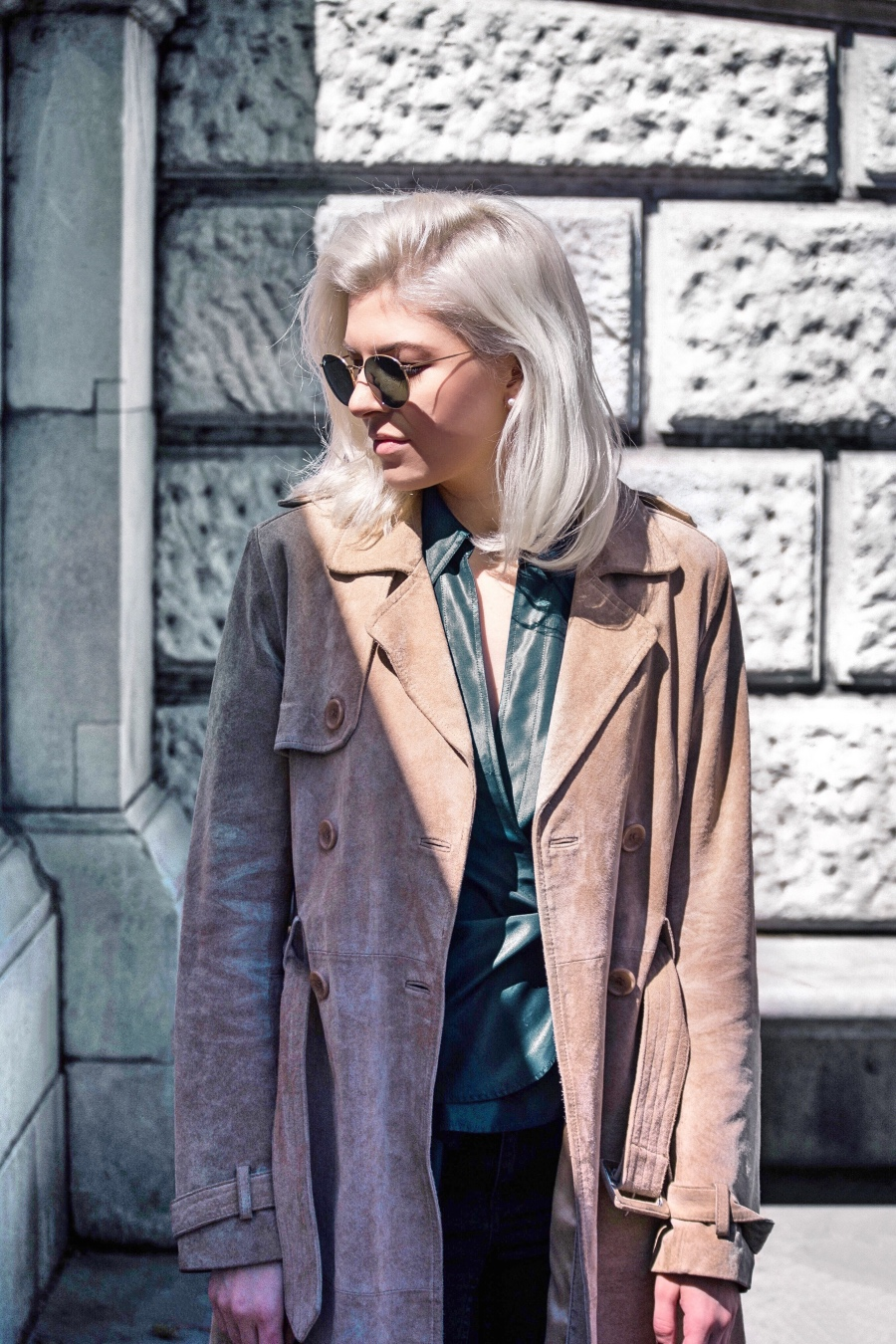 Fashion Outfit, Beige Trenchcoat and Ray-Ban Sunglasses in Vienna