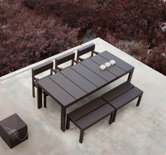 Outdoor zoning dining areas  Part 1  Barbed