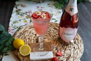 strawberry lemonade spritz mother's day cocktail recipe