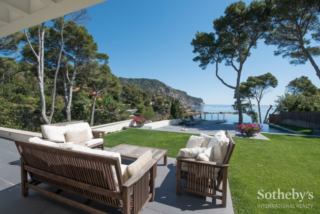 Spectacular modern villa on the seafront in Aiguablava, Costa Brava