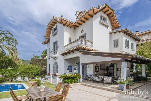 Majestic mansion with modernist soul St. Andreu de Llavaneres, Maresme
