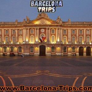 Toulouse-le-Capitole-reconstitue-et-recouvert-de-macarons_exact1900x908_l
