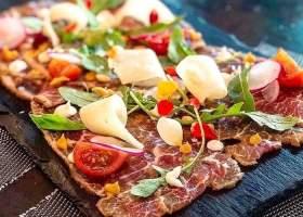 Vlees, kaas, tomaat