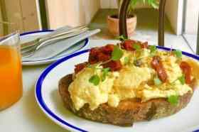 Scrambled eggs bistrot Levante
