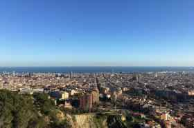 Uitzicht over de stad Barcelona vanaf Bunkers del Carmel