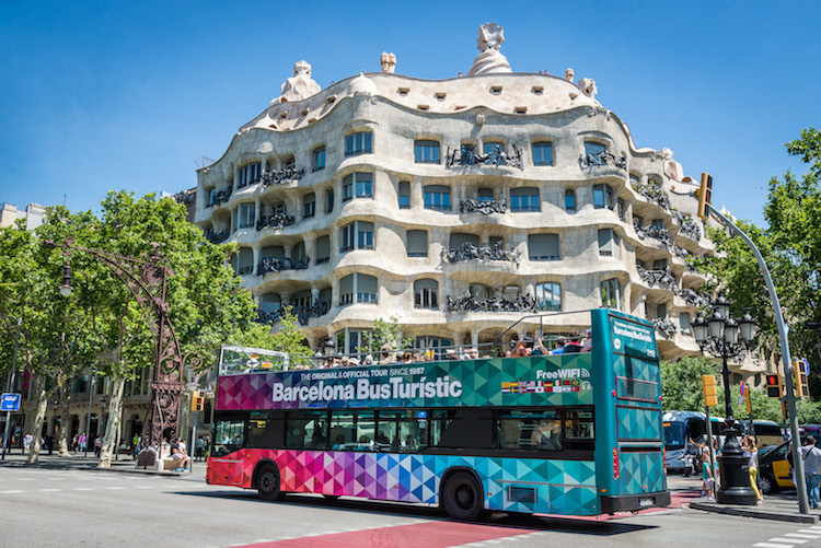Barcelona hop on bus
