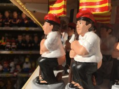 Traditionele Catalaanse caganer voor in kerststal