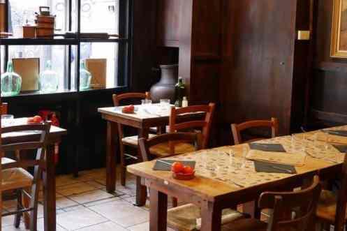 Tafels en stoelen restaurant Maur