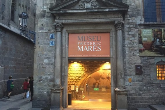 Ingang Museu Frederic Mares in Barcelona