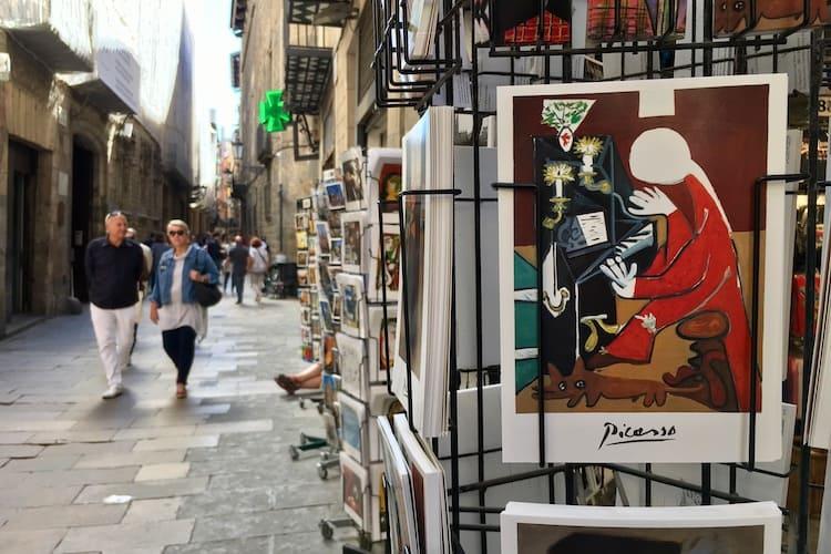 anzichtkaart picasso bij souvenirwinkel in Barcelona