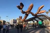 Kunstwerk van Javier Mariscal bij Port Vell (Oude Haven) in Barcelona