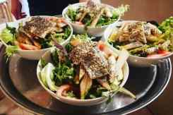 vier bordjes met salade restaurant Ideal