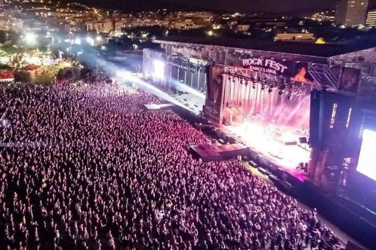 Publiek en podium rockfest Barcelona
