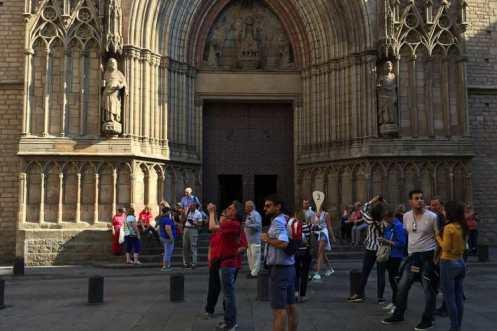 toeristen bij de santa maria del mar
