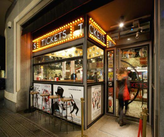 Lichtjes, buitenkant café