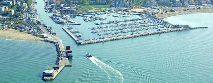 barche a motore marina blu rimini