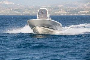 invictus-200HX Barche a motore
